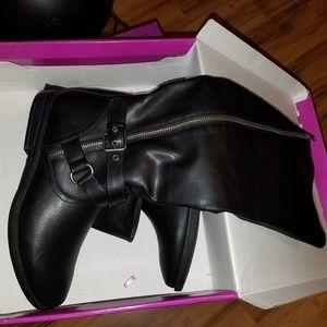Bnib black women's boots